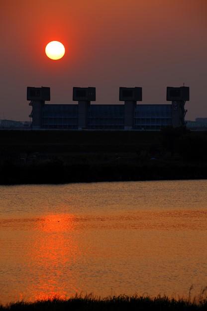 水門の夕日