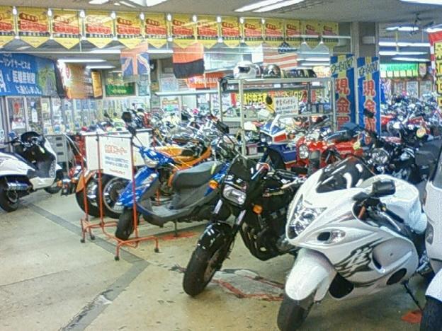 写真: レッドバロン高井田店です。...