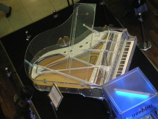 200909_YOSHIKI CRYSTAL PIANO(5)