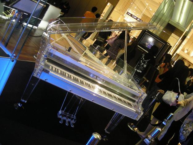 200909_YOSHIKI CRYSTAL PIANO(2)