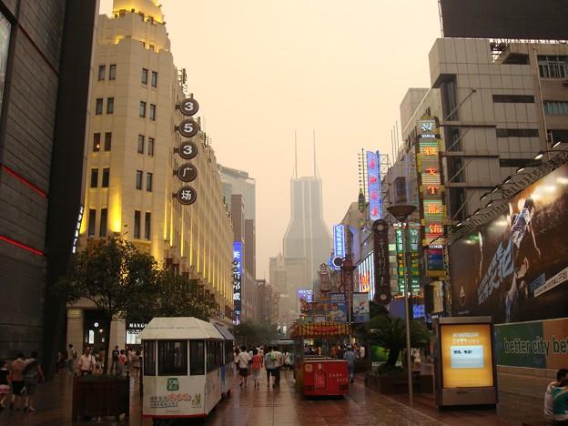 少しだけライトアップな南京東路