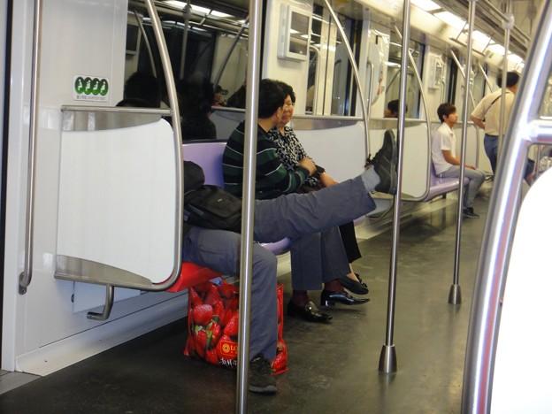 地下鉄内 行儀の悪いおっさん