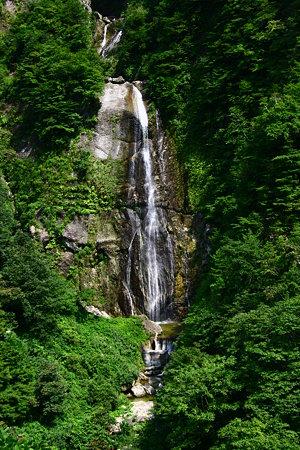 しりたか滝 緑に包まれて! 白山スーパー林道