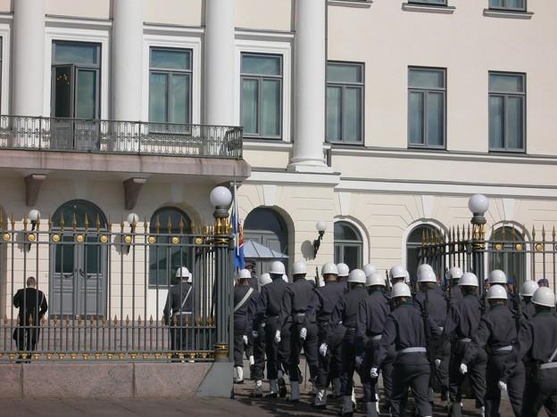 フィンランド首相官邸へぞろぞろぞろ