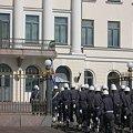 Photos: フィンランド首相官邸へぞろぞろぞろ