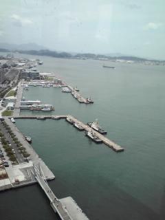写真: 展望室からの門司港