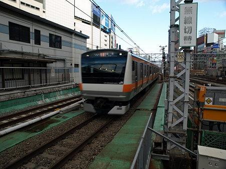 E233系中央線(新宿駅)