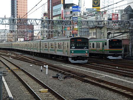 205系埼京線とE231系湘南新宿ライン(新宿駅)