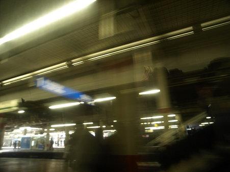 新宿さざなみ号の車内(津田沼駅)