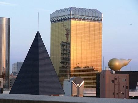 黄金ビルと新東京タワー