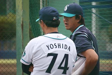 吉田コーチと鈴木尚典育成コーチ