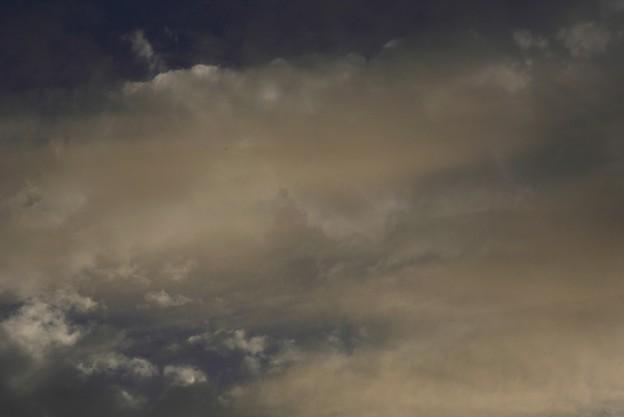 練乳色に染まる雲 003