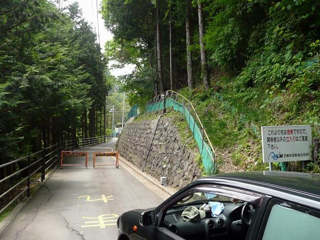 Photos: 下見原隧道横の道