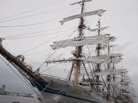 日本丸の帆を広げる