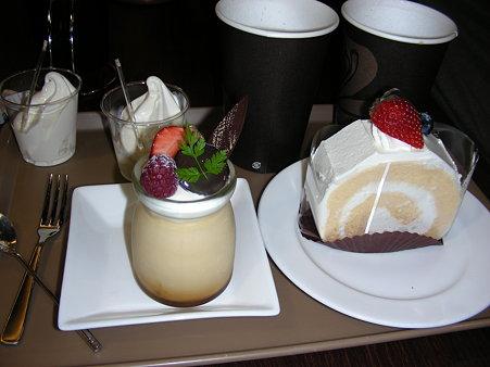 チーズプリンとロールケーキ