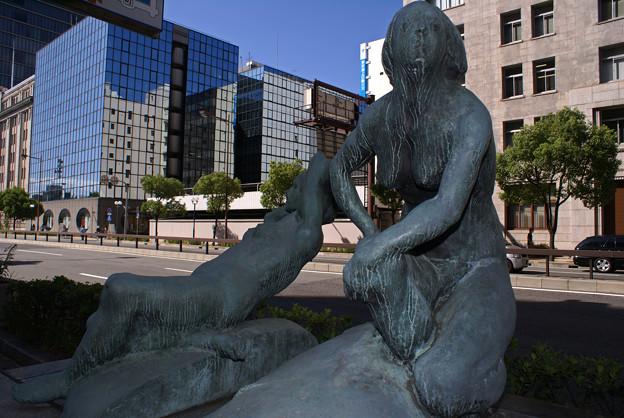 海岸通の彫刻_012