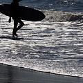 写真: 朝の海へ