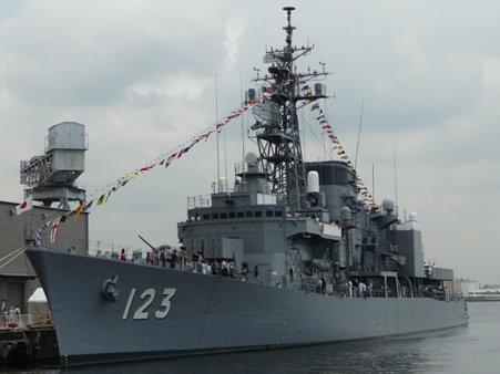090601-新港 メキシコ帆船+護衛艦 (7)