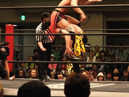 """DDT """"What are you doing 2012"""" KO-Dタッグ選手権試合 KUDO&大石真翔vsマサ高梨&佐々木大輔 (4)"""