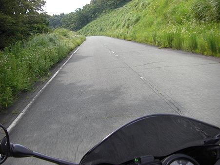 来た道戻って南登山道への道