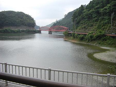 河内の赤い橋