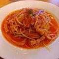 写真: 玉葱とベーコンのトマトスパゲッティー