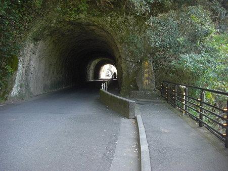 歩きで洞門入口