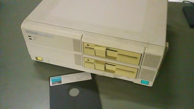 写真: EPSON PC286VF 5インチFDD仕様、20年前のPCだけど完動品(笑)