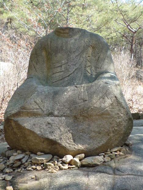 首なし石仏坐像~韓国慶州 Seated Buddha without head