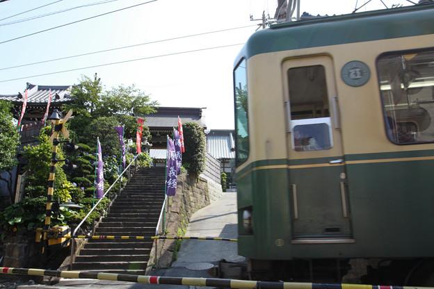 写真: 2009.06.20 江ノ電 満福寺前は踏切