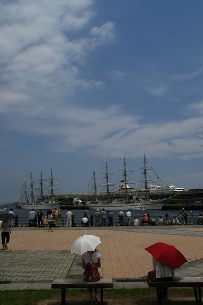 写真: 総帆展帆待ちの横浜!(7/20)