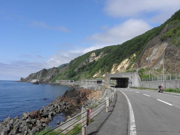 写真: 090616-14洞門が続く道