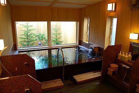 こぶりな浴室