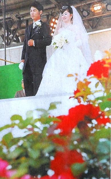 福山ばら祭「愛誓う挙式も」(朝日新聞備後版)