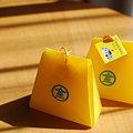 写真: 黄色いお守り