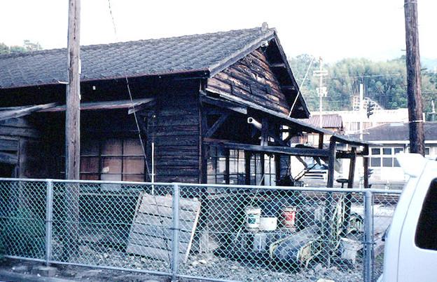 詰所の妻面(終端側,JR予讃線・予土線宇和島駅,1998/10/4)(s111-12)