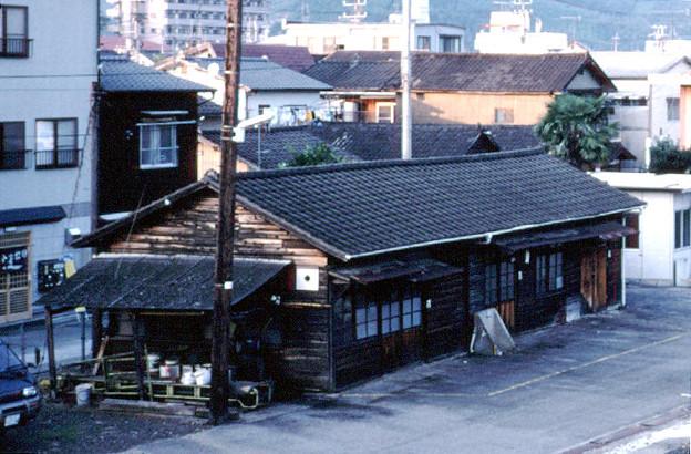 詰所(線路側,JR予讃線・予土線宇和島駅,1998/10/4)(s111-11a)