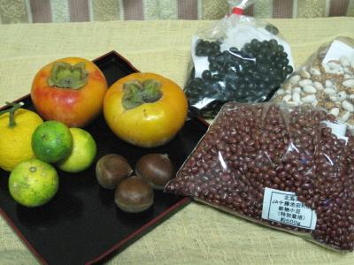 買ってきた豆といただいた果物を供えました