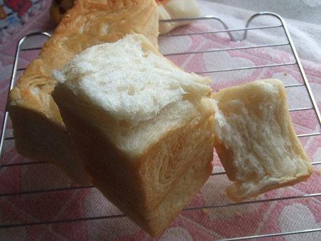 ごく、普通のパン(ーー;)