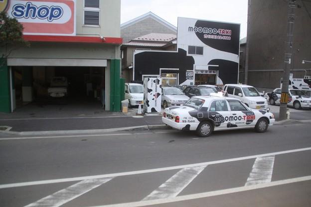 牛柄タクシー発見!
